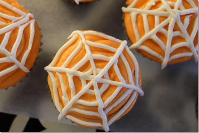 spiderweb-cupcakes_500
